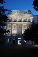 TU Wien bei Nacht, Wien, Österreich